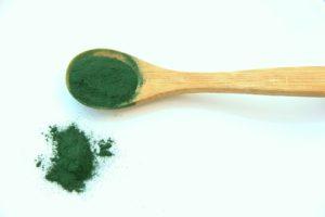 spirulina powder on wooden spoon