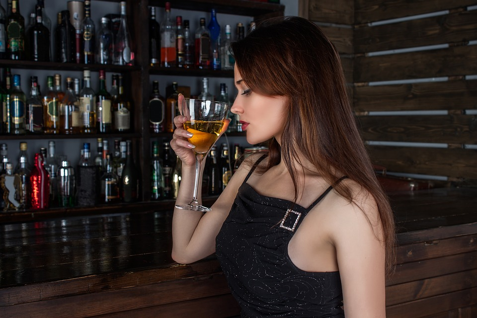 cellulite and alcohol consumption, woman sipping on a glass of white wine