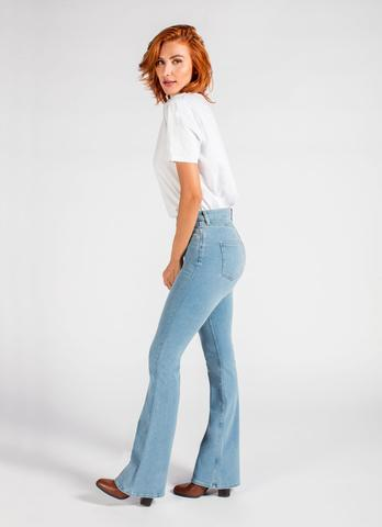 anti cellulite jeans, woman wearing anti cellulite jeans